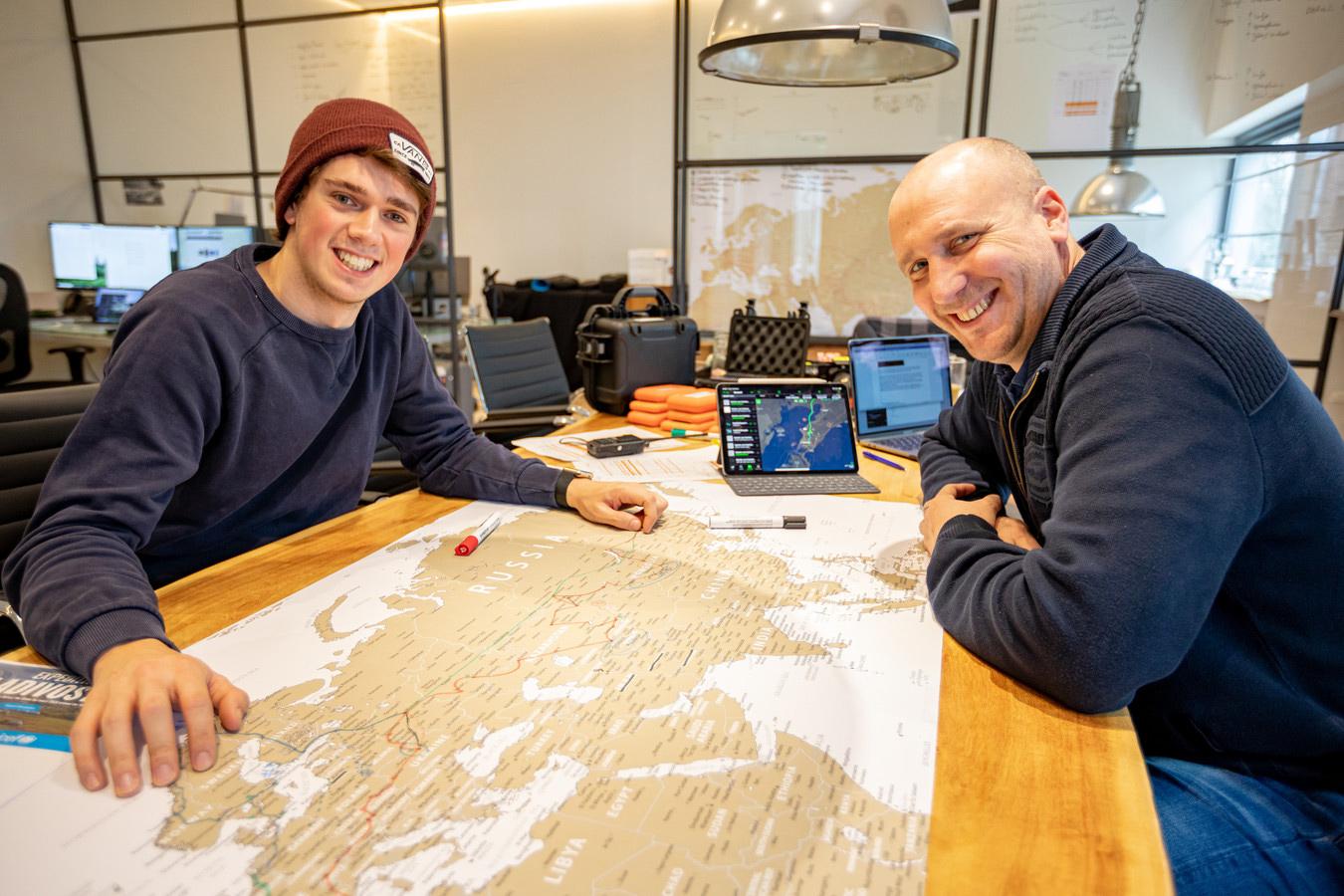 Lex Meijer en Andras Fictoor (rechts) gaan op expeditie naar Vladivostok. © Frits Delhez